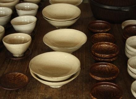 テーブルの上にたくさん並んだ城さんのお皿たち