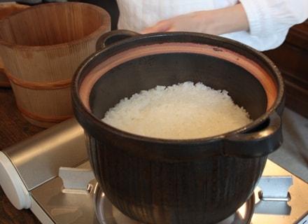 城さんの土鍋で美味しそうに炊きあがった白米