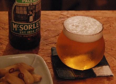 ご自身も大のビール好きだという左藤さん。左藤さんのグラスは、本当にのんべえの気持ちがわかっているよなあ…と、思う。