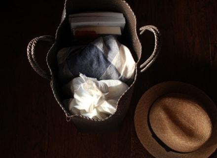 かごに詰めた旅の荷物