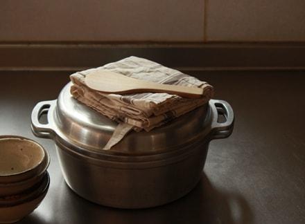 鍋の上に置かれたパルマとしゃもじ